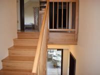 schodiště do horního patra - Prodej domu v osobním vlastnictví 160 m², Pěnčín