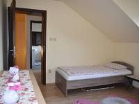pokoj v prvním patře - Prodej domu v osobním vlastnictví 160 m², Pěnčín