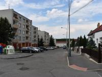 pohled z ulice (Prodej bytu 3+1 v osobním vlastnictví 83 m², Praha 4 - Háje)