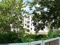 pohled z bloku domů (Prodej bytu 3+1 v osobním vlastnictví 83 m², Praha 4 - Háje)