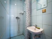 Sprchoví kout (Prodej domu v osobním vlastnictví 98 m², Praha 10 - Hostivař)