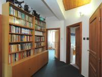 chodba (Prodej domu v osobním vlastnictví 300 m², Řitka)