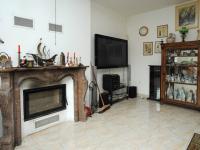 dominantní krb (Prodej domu v osobním vlastnictví 300 m², Řitka)