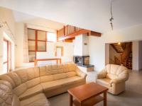 obývací pokoj s halou (Prodej domu v osobním vlastnictví 250 m², Praha 5 - Řeporyje)