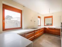 kuchyně (Prodej domu v osobním vlastnictví 250 m², Praha 5 - Řeporyje)