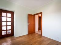 ložnice (Prodej domu v osobním vlastnictví 250 m², Praha 5 - Řeporyje)