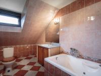 koupelna (Prodej bytu 3+1 v osobním vlastnictví 60 m², Žacléř)