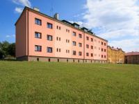 okolí domu (Prodej bytu 3+1 v osobním vlastnictví 60 m², Žacléř)