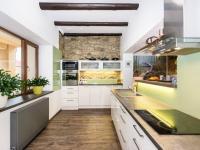 kuchyně (Prodej domu v osobním vlastnictví 200 m², Unhošť)