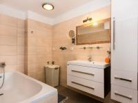 hlavní koupelna (Prodej domu v osobním vlastnictví 200 m², Unhošť)