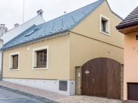 pohled na dům z ulice (Prodej domu v osobním vlastnictví 200 m², Unhošť)