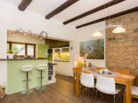 kuchyně s jídelnou (Prodej domu v osobním vlastnictví 200 m², Unhošť)