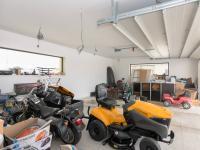 garáž pro 3 vozy (Prodej domu v osobním vlastnictví 526 m², Kly)
