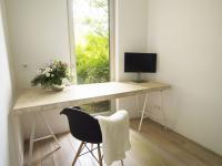 inspirativní výhled z pracovny (Prodej bytu 2+kk v osobním vlastnictví 107 m², Praha 9 - Hrdlořezy)