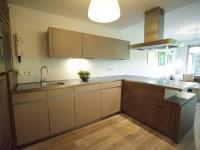 kuchyňská linka německého výrobce (Prodej bytu 2+kk v osobním vlastnictví 107 m², Praha 9 - Hrdlořezy)