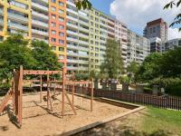 okolí domu (Prodej bytu 2+kk v osobním vlastnictví 42 m², Praha 5 - Stodůlky)