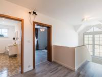 Vrchní patro (Prodej domu v osobním vlastnictví 312 m², Jesenice)