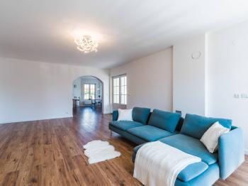 Obývací pokoj - Prodej domu v osobním vlastnictví 312 m², Jesenice