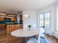 Kuchyň s jídelnou (Prodej domu v osobním vlastnictví 312 m², Jesenice)