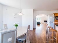 Kuchyň + obývací pokoj (Prodej domu v osobním vlastnictví 312 m², Jesenice)