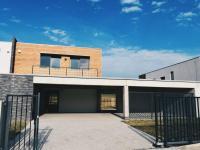 Pronájem domu v osobním vlastnictví 220 m², Černošice