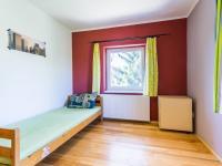 dětský pokoj - Prodej domu v osobním vlastnictví 186 m², Zápy