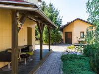 okolí domu - Prodej domu v osobním vlastnictví 186 m², Zápy