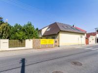 pohled z hlavní silnice (Prodej domu v osobním vlastnictví 384 m², Zápy)