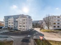 Výhled z obývacího pokoje (Prodej bytu 2+kk v osobním vlastnictví 43 m², Praha 5 - Motol)