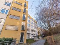 Pohled na dům z druhé strany (Prodej bytu 2+kk v osobním vlastnictví 43 m², Praha 5 - Motol)