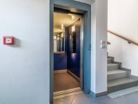 Výtah (Prodej bytu 2+kk v osobním vlastnictví 43 m², Praha 5 - Motol)