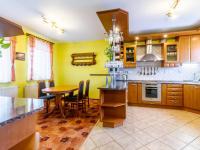kuchyně s jídelnou - Prodej domu v osobním vlastnictví 220 m², Dřevčice