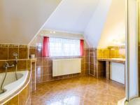koupelna - Prodej domu v osobním vlastnictví 220 m², Dřevčice