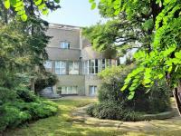Pohled ze zahrady - Pronájem domu v osobním vlastnictví 550 m², Praha 10 - Vršovice