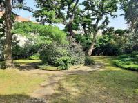 Zahrada jako zóna oddechu je důležitá - Pronájem domu v osobním vlastnictví 550 m², Praha 10 - Vršovice