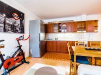 obývací pokoj s kuchyní - Prodej bytu 2+kk v osobním vlastnictví 44 m², Praha 5 - Zbraslav