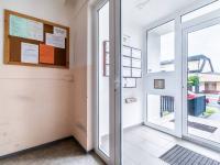 vstup do budovy - Prodej bytu 2+kk v osobním vlastnictví 44 m², Praha 5 - Zbraslav
