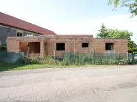 Fotografie stavby od příjezdové komunikace - Prodej domu v osobním vlastnictví 161 m², Lichoceves