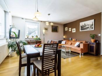 Hlavní obývací prostor - Prodej domu v osobním vlastnictví 234 m², Praha 9 - Prosek
