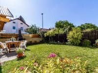 Zahradní posezení - Prodej domu v osobním vlastnictví 234 m², Praha 9 - Prosek