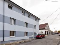 pohled na dům - Pronájem bytu 2+kk v osobním vlastnictví 42 m², Slaný