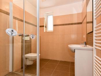 kouplena s wc - Pronájem bytu 2+kk v osobním vlastnictví 42 m², Slaný