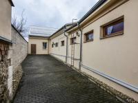 Klidný dvorek se vstupem ke sklepním kójím - Prodej bytu 1+1 v osobním vlastnictví 59 m², Zábřeh