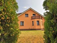 od plotu ... (Prodej domu v osobním vlastnictví 236 m², Havlíčkův Brod)