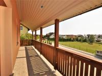 terasa směr jih ... (Prodej domu v osobním vlastnictví 236 m², Havlíčkův Brod)
