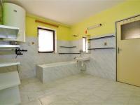 koupelna v 1. NP ... - Prodej domu v osobním vlastnictví 294 m², Rozsochatec