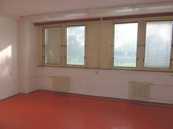 Pronájem komerčního prostoru (kanceláře) v osobním vlastnictví, 12 m2, Třebíč