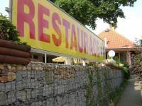 ulička  - průchod pro pěší - Pronájem restaurace 260 m², Miličín
