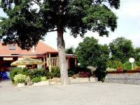 pohled z parkoviště - Pronájem restaurace 260 m², Miličín
