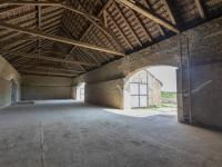 vnitřek stodoly - Prodej zemědělského objektu 295 m², Krabčice